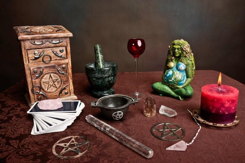 witchcraft altar